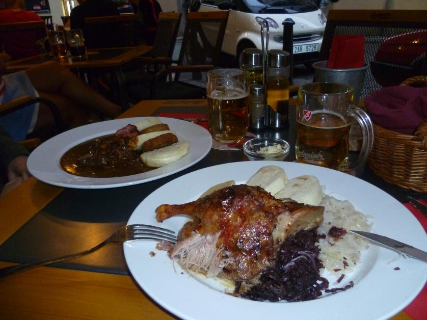 Ente, Blaukraut, Serviettenknoedel, Prag